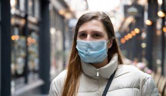Платнени, хартиени или специални? Ето коя маска колко ни защитава срещу коронавируса: