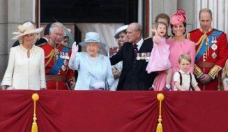Лъснаха най-срамните моменти от живота на кралското семейство (СНИМКИ/ВИДЕО)